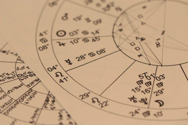 Een astroloog kan je veel over jezelf vertellen